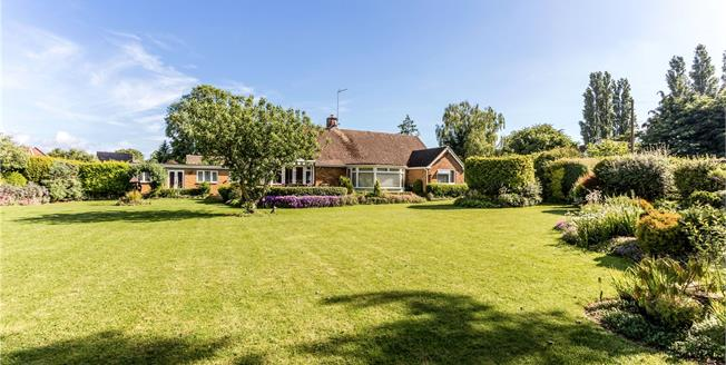 Guide Price £525,000, 3 Bedroom Bungalow For Sale in Banbury, Northamptonshire, OX17