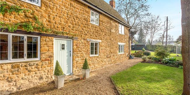 Guide Price £700,000, 4 Bedroom Detached House For Sale in Banbury, Oxfordshire, OX15