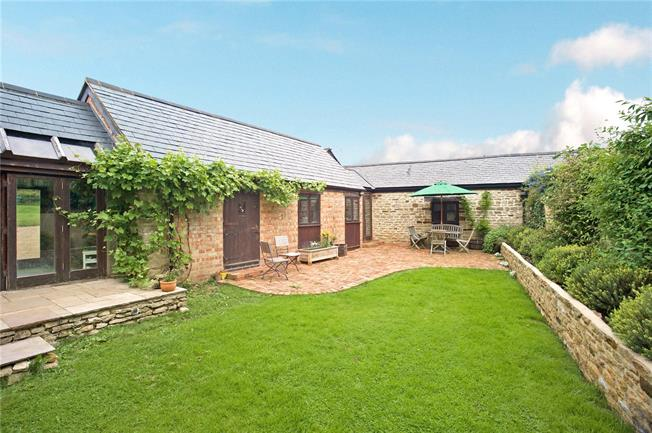Guide Price £780,000, 4 Bedroom Detached House For Sale in Lois Weedon, NN12