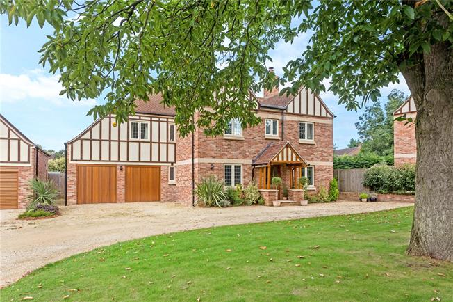 Guide Price £775,000, 5 Bedroom Detached House For Sale in Bodicote, OX15