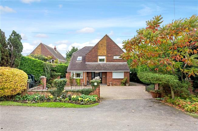Guide Price £550,000, 5 Bedroom Detached House For Sale in Fenny Compton, CV47