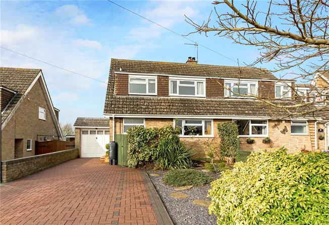 Guide Price £315,000, 3 Bedroom Semi Detached House For Sale in Greatworth, OX17