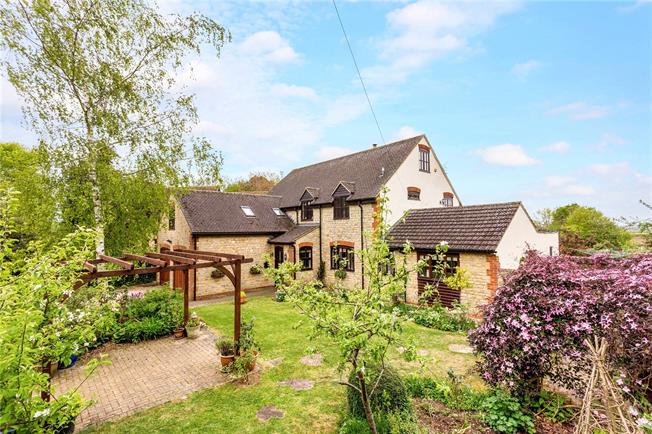 Guide Price £800,000, 6 Bedroom Detached House For Sale in Halse, NN13