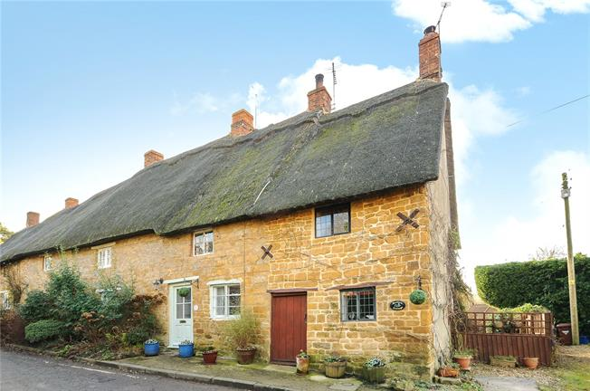 Guide Price £159,950, 1 Bedroom Terraced House For Sale in Mollington, OX17