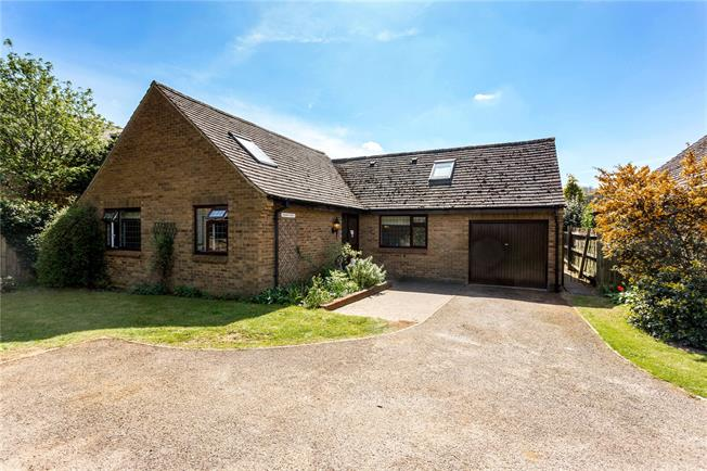 Guide Price £415,000, 5 Bedroom Detached House For Sale in Shutford, OX15