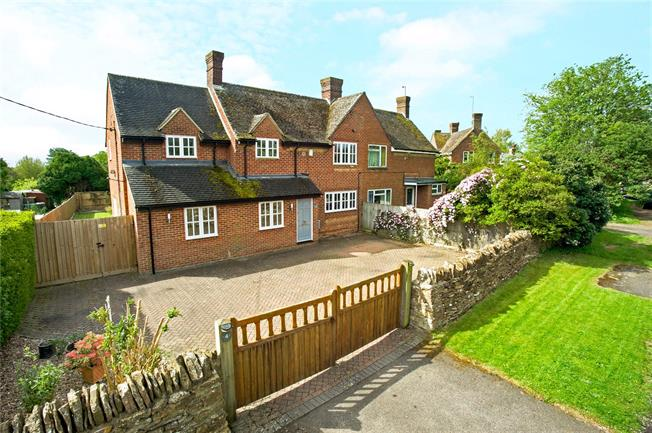 Guide Price £425,000, 4 Bedroom Semi Detached House For Sale in Banbury, Oxfordshire, OX17