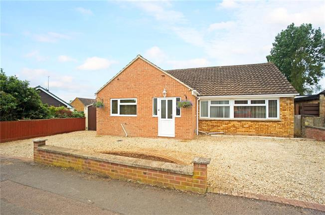 Guide Price £435,000, 4 Bedroom Bungalow For Sale in Twyford, OX17