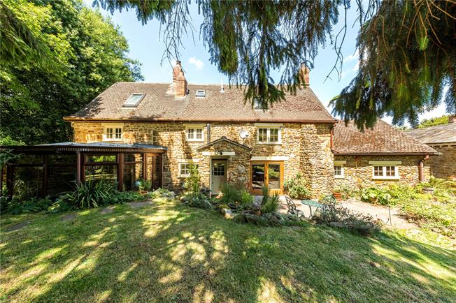 Guide Price £545,000, 4 Bedroom Detached House For Sale in Oxfordshire, OX15