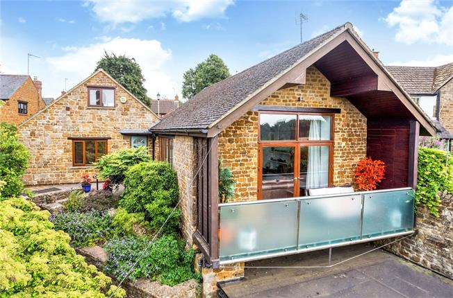 Guide Price £524,000, 4 Bedroom Detached House For Sale in Banbury, Oxfordshire, OX17