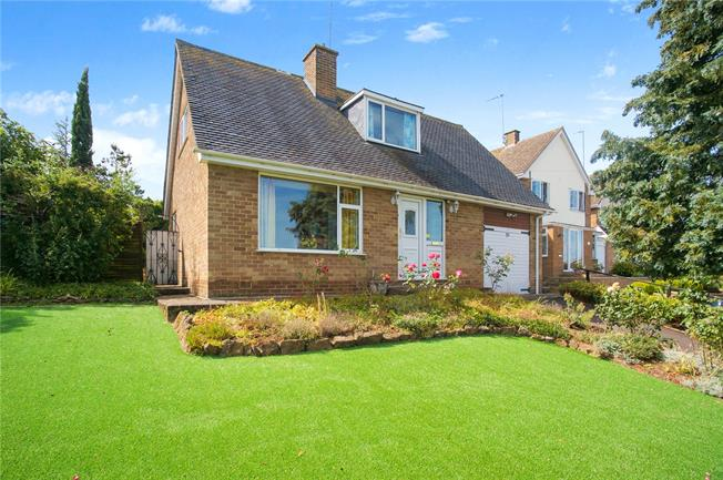 Guide Price £300,000, 3 Bedroom Detached House For Sale in Broughton, OX15
