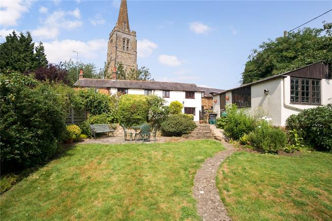 Guide Price £330,000, 3 Bedroom Semi Detached House For Sale in Byfield, NN11