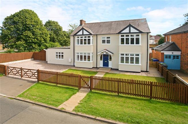 Guide Price £500,000, 4 Bedroom Detached House For Sale in Middleton Cheney, OX17