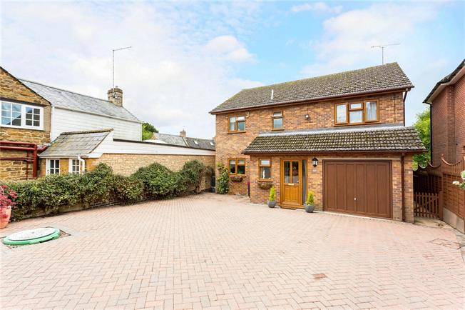 Guide Price £425,000, 4 Bedroom Detached House For Sale in Upper Boddington, NN11