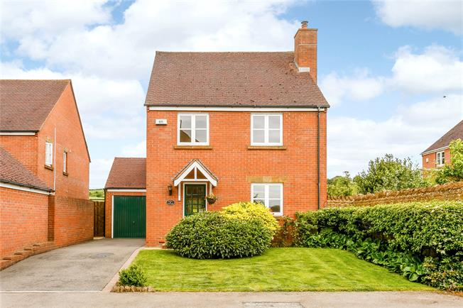 Guide Price £350,000, 3 Bedroom Detached House For Sale in Fenny Compton, CV47