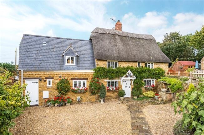 Guide Price £600,000, 3 Bedroom Detached House For Sale in Wroxton, OX15