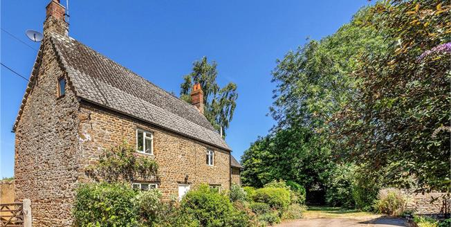 Offers in excess of £550,000, 4 Bedroom Detached House For Sale in Chacombe, OX17