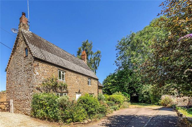 Guide Price £539,000, 4 Bedroom Detached House For Sale in Chacombe, OX17