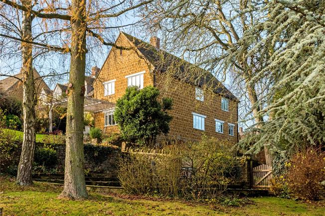 Guide Price £650,000, 5 Bedroom Semi Detached House For Sale in Banbury, Oxfordshire, OX15