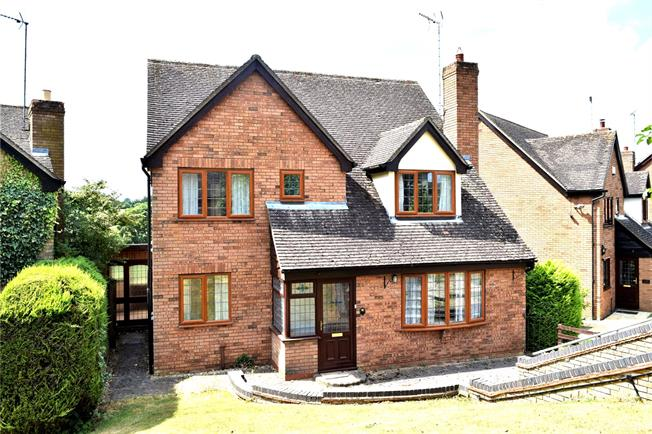 Guide Price £425,000, 4 Bedroom Detached House For Sale in Middleton Cheney, OX17