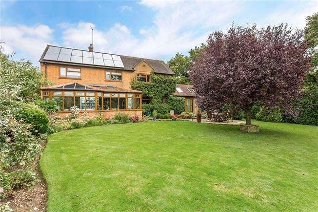 Guide Price £595,000, 5 Bedroom Detached House For Sale in Upper Tadmarton, OX15