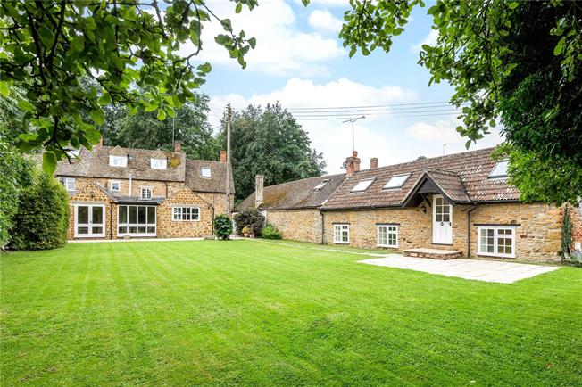 Guide Price £699,500, 5 Bedroom House For Sale in Sibford Ferris, OX15