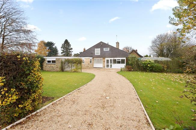 Guide Price £595,500, 4 Bedroom Detached House For Sale in Banbury, Northamptonshire, OX17