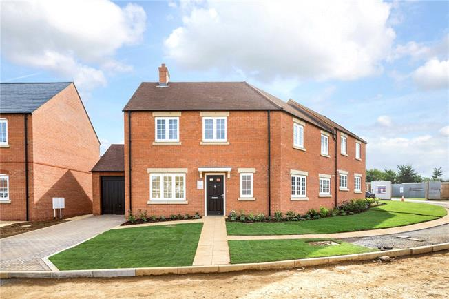 Asking Price £415,000, 4 Bedroom Semi Detached House For Sale in Banbury, Oxfordshire, OX17