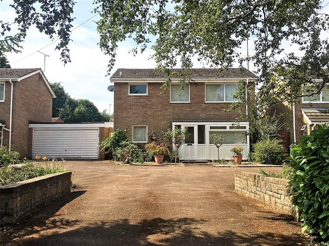 Guide Price £350,000, 3 Bedroom Detached House For Sale in Bloxham, OX15