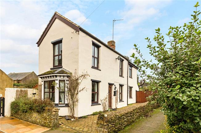 Guide Price £450,000, 4 Bedroom Detached House For Sale in Middleton Cheney, OX17