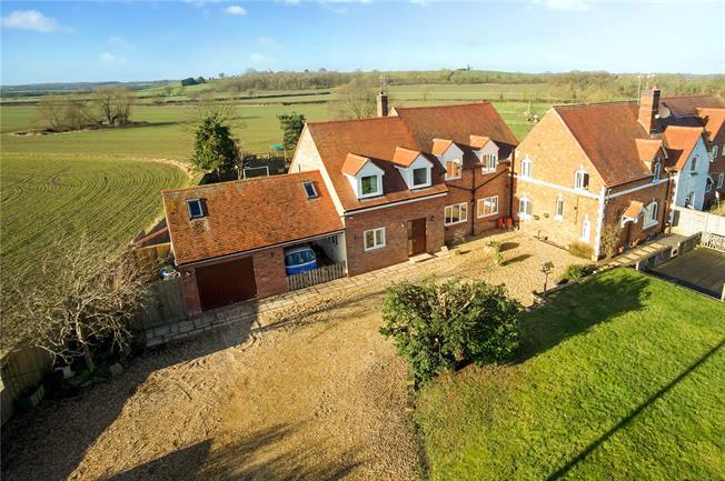 Guide Price £575,000, 6 Bedroom Semi Detached House For Sale in Ladbroke, CV47