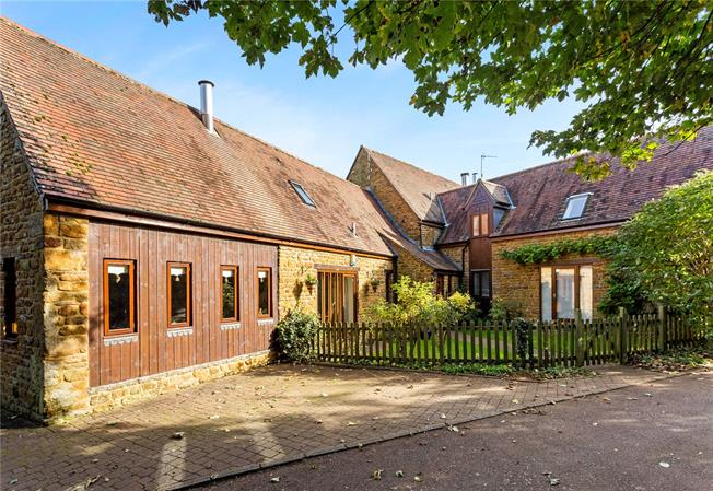 Guide Price £850,000, 5 Bedroom Semi Detached House For Sale in Shenington, OX15