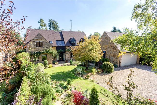 Guide Price £775,000, 4 Bedroom Detached House For Sale in Chacombe, OX17
