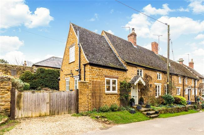 Guide Price £425,000, 2 Bedroom Semi Detached House For Sale in Bloxham, OX15