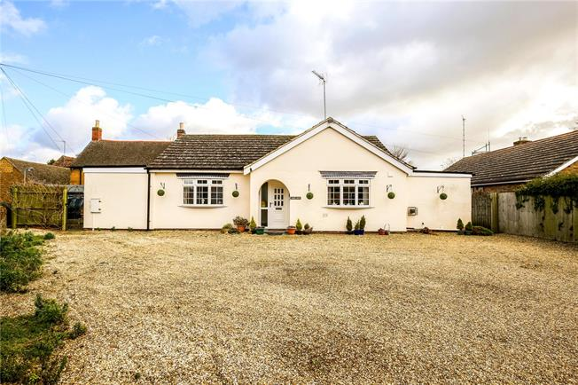 Guide Price £375,000, 2 Bedroom Bungalow For Sale in Southam, CV47