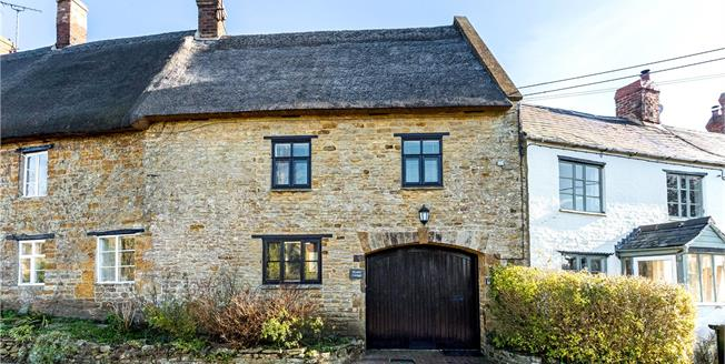 Guide Price £375,000, 3 Bedroom Terraced House For Sale in Burdrop, OX15