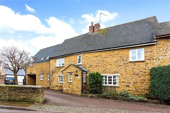 Guide Price £675,000, 4 Bedroom Semi Detached House For Sale in Bloxham, OX15