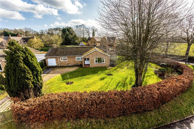 Guide Price £385,000, 3 Bedroom Bungalow For Sale in Upper Boddington, NN11
