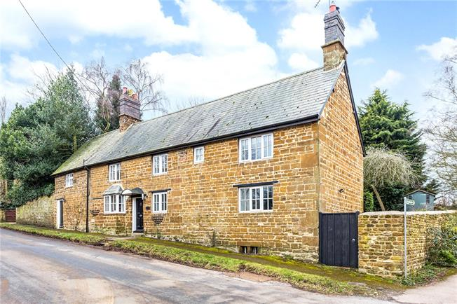 Guide Price £595,000, 4 Bedroom Detached House For Sale in Culworth, OX17