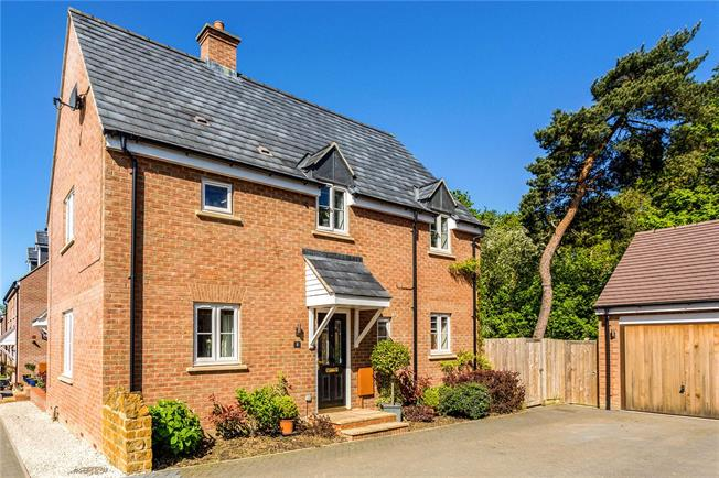 Guide Price £334,950, 4 Bedroom Semi Detached House For Sale in Milcombe, OX15