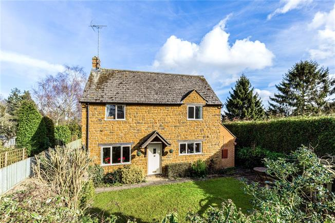 Guide Price £375,000, 3 Bedroom Detached House For Sale in Kings Sutton, OX17