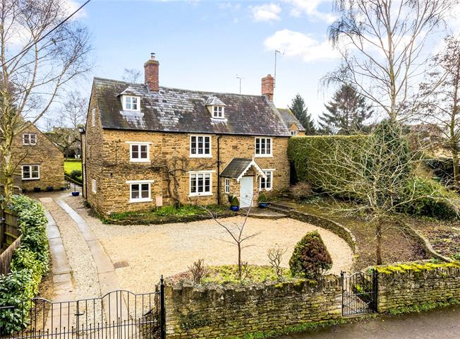 Guide Price £1,100,000, 6 Bedroom Detached House For Sale in Banbury, Northamptonshire, OX17