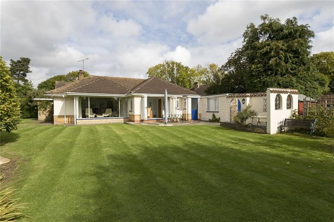 Guide Price £625,000, 4 Bedroom Bungalow For Sale in Priors Marston, CV47