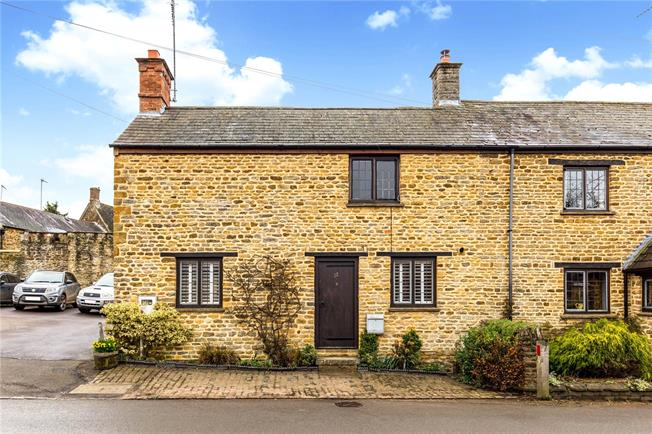 Guide Price £375,000, 3 Bedroom Semi Detached House For Sale in Kings Sutton, OX17