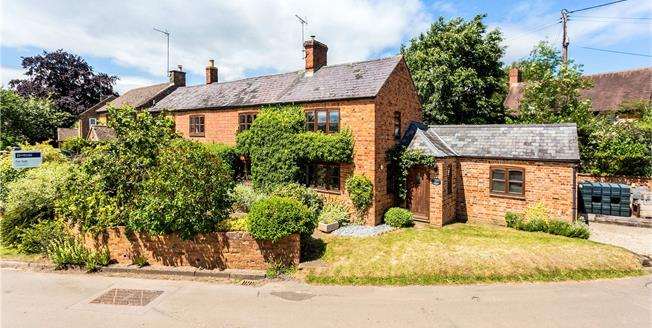 Guide Price £475,000, 4 Bedroom Semi Detached House For Sale in Cropredy, OX17