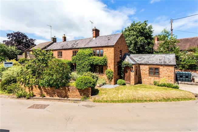 Guide Price £450,000, 4 Bedroom Semi Detached House For Sale in Cropredy, OX17