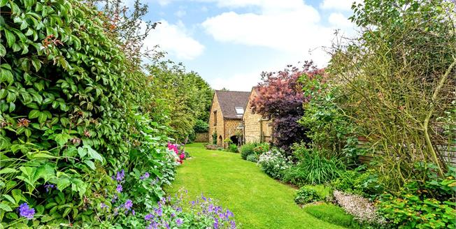 Offers in excess of £350,000, 3 Bedroom Semi Detached House For Sale in Drayton, OX15