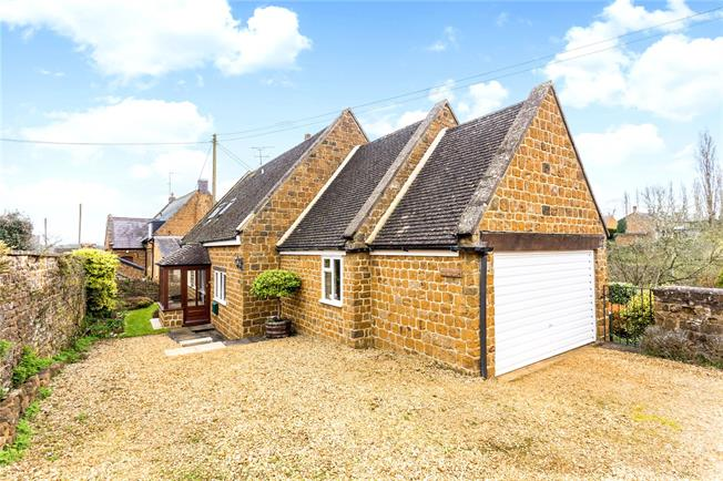 Guide Price £400,000, 3 Bedroom Detached House For Sale in Banbury, Oxfordshire, OX15