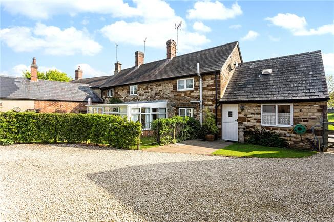 Guide Price £575,000, 3 Bedroom Semi Detached House For Sale in Banbury, Northamptonshire, OX17