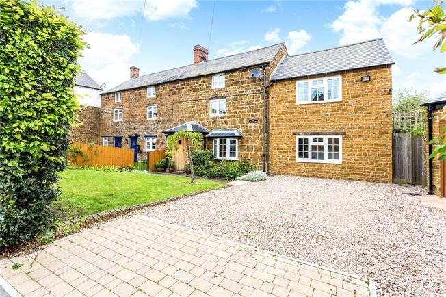 Guide Price £595,000, 4 Bedroom Semi Detached House For Sale in Warwickshire, CV47