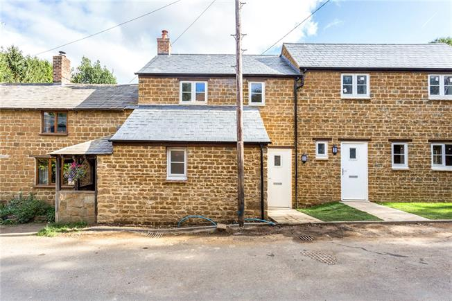 Guide Price £280,000, 2 Bedroom Terraced House For Sale in Banbury, Oxfordshire, OX15